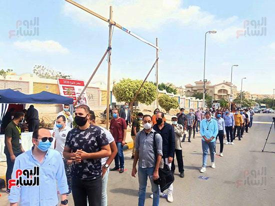 توافد المواطنين علي لجان التجمع الخامس