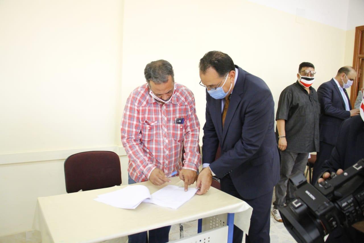 رئيس الوزراء يدلى بصوته فى انتخابات مجلس الشيوخ (2)