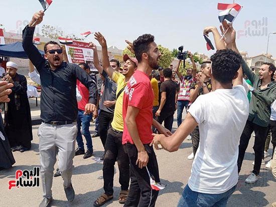 احتفالات-المواطنين-امام-اللجان-(6)