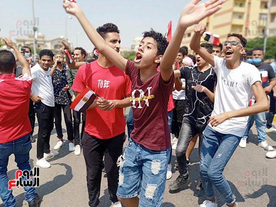 احتفالات-المواطنين-امام-اللجان-(8)