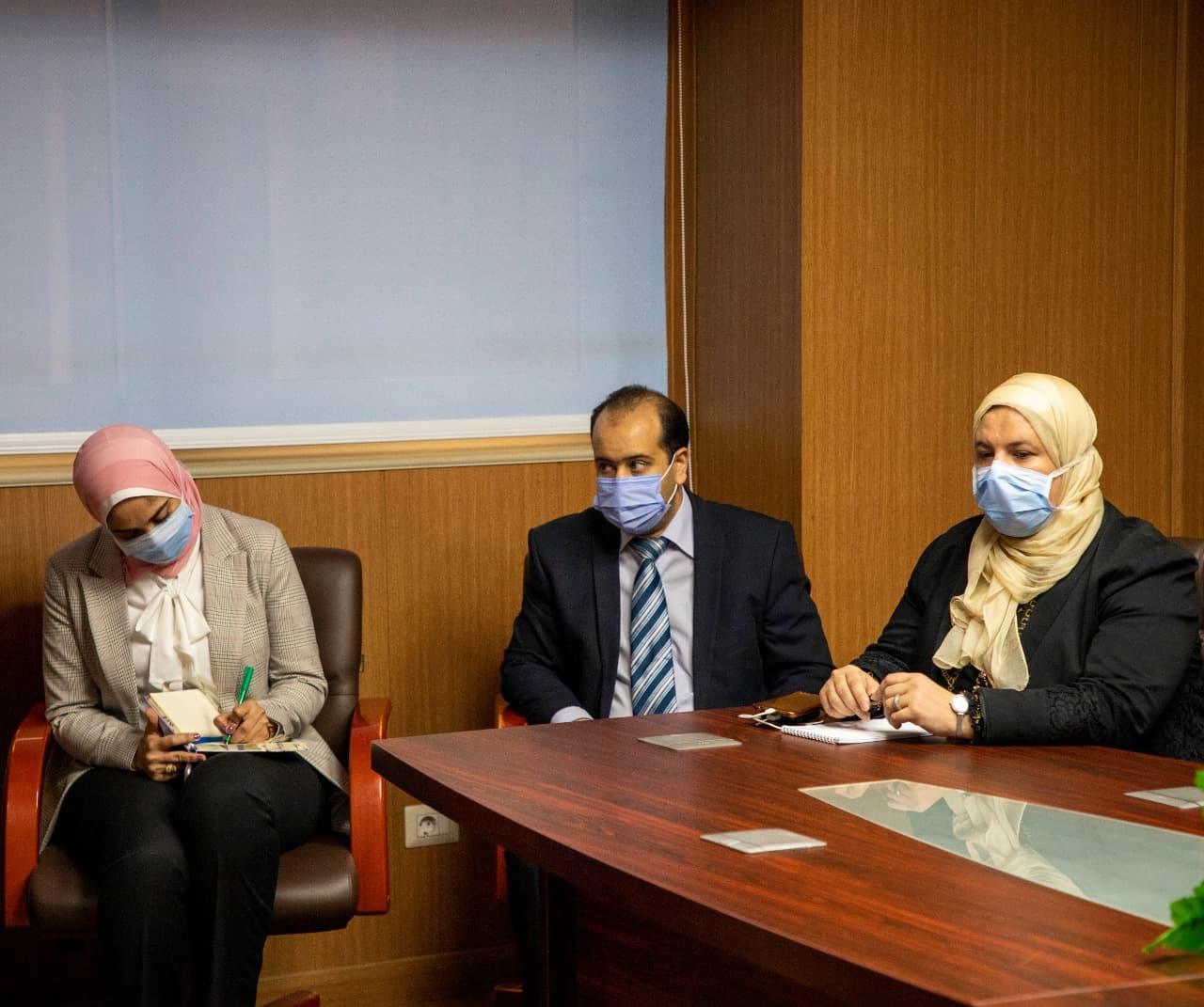 اجتماع رئيس هيئة الدواء المصرية مع شركات ومصنعي الدواء (6)