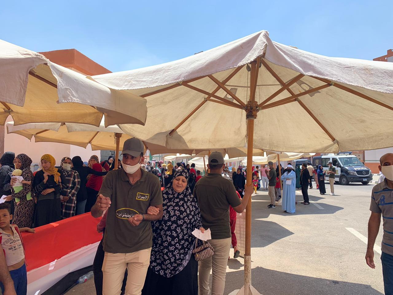 سكان حى الأسمرات يتوافدون على اللجان الانتخابية (4)