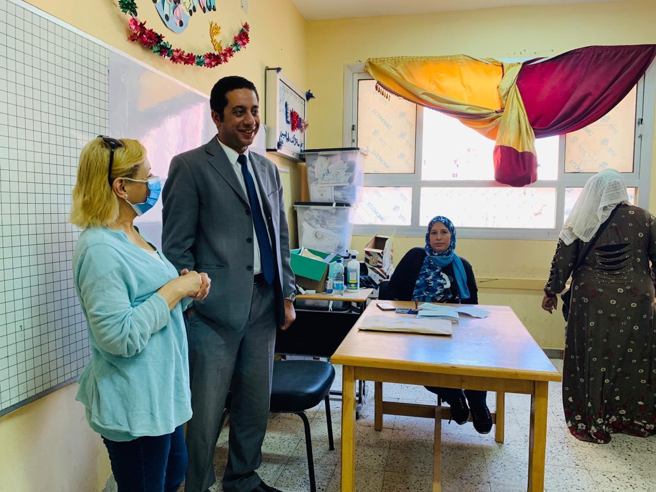 سكان حى الأسمرات يتوافدون على اللجان الانتخابية (8)