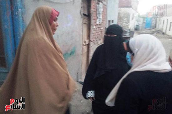 محافظ الشرقية يرسل رئيس مدينة ههيا لنقل مريضة للتصويت فى الانتخابات (2)