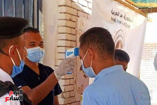 قوافل طبية للكشف على أصحاب الأمراض المزمنة بأودية شرم الشيخ (4)