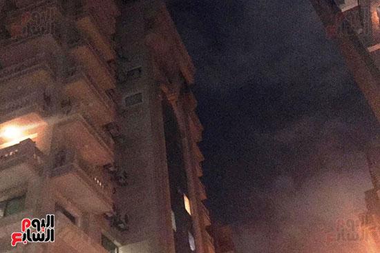 السيطرة على حريق داخل شقة سكنية فى شارع الثورة (3)