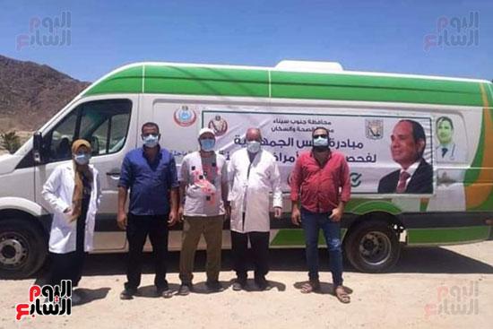 قوافل طبية للكشف على أصحاب الأمراض المزمنة بأودية شرم الشيخ (1)