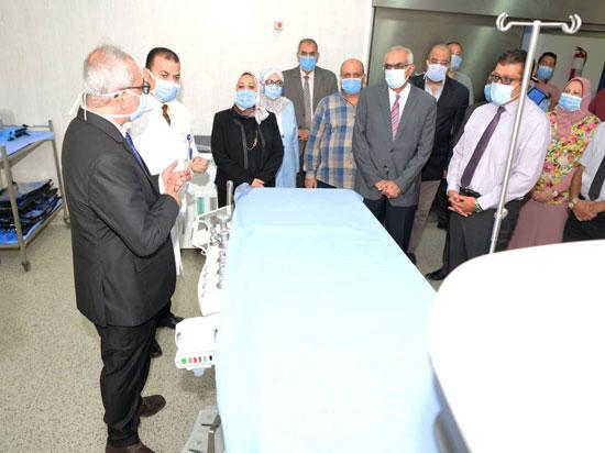 رئيس-جامعة-المنصورة-يفتتح-تطوير-وحدات-طبية-بمركز-جراحة-الجهاز-الهضمى-(5)