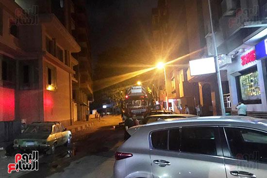 السيطرة على حريق داخل شقة سكنية فى شارع الثورة (4)