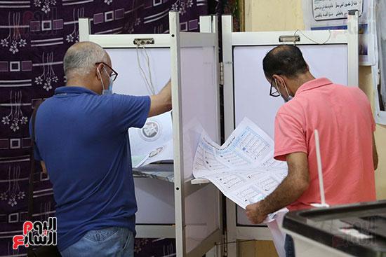 طوابير الناخبين أمام لجان شبرا فى اليوم الثانى لانتخابات الشيو (2)