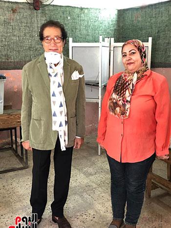 وزير-الثقافة-الأسبق-فاروق-حسني-يدلي-بصوته-في-انتخابات-الشيوخ-(2)