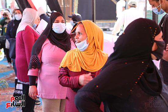 طوابير الناخبين أمام لجان شبرا فى اليوم الثانى لانتخابات الشيو (5)