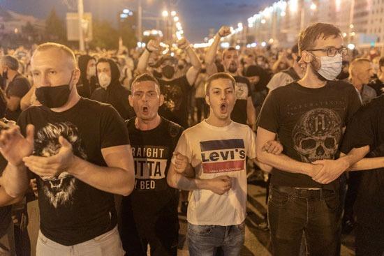 أنصار المعارضة البيلاروسية يحتجون على نتائج الانتخابات