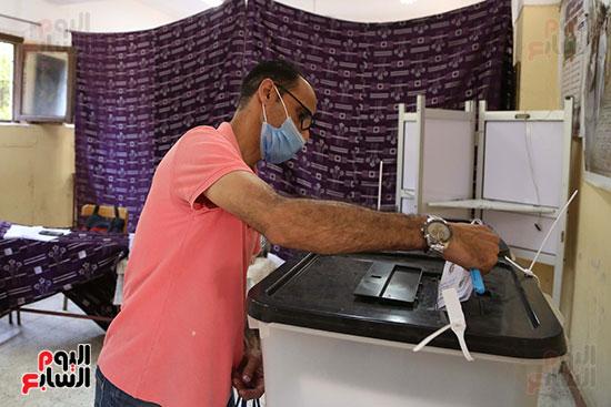 طوابير الناخبين أمام لجان شبرا فى اليوم الثانى لانتخابات الشيو (1)