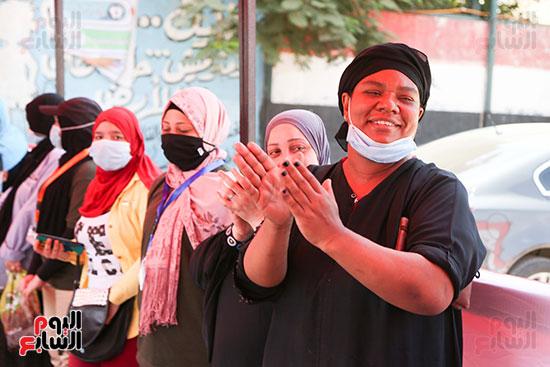 طوابير الناخبين أمام لجان شبرا فى اليوم الثانى لانتخابات الشيو (10)