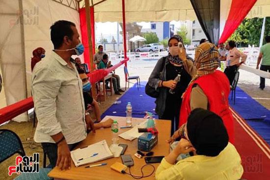 قوافل طبية للكشف على أصحاب الأمراض المزمنة بأودية شرم الشيخ (2)