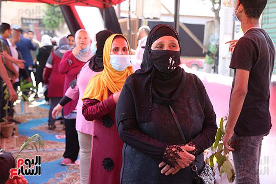 طوابير الناخبين أمام لجان شبرا فى اليوم الثانى لانتخابات الشيو (4)