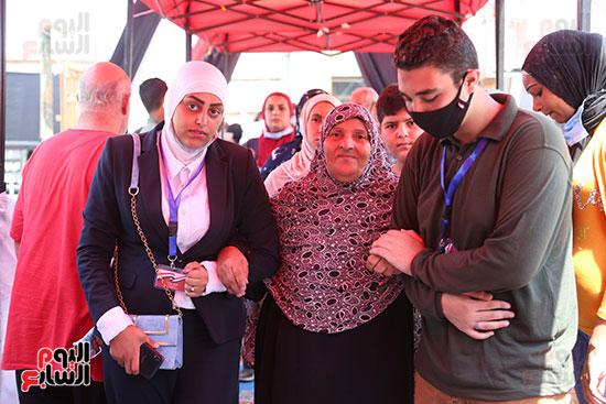 طوابير الناخبين أمام لجان شبرا فى اليوم الثانى لانتخابات الشيو (11)