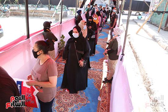 طوابير الناخبين أمام لجان شبرا فى اليوم الثانى لانتخابات الشيو (6)