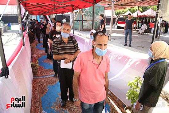 طوابير الناخبين أمام لجان شبرا فى اليوم الثانى لانتخابات الشيو (8)