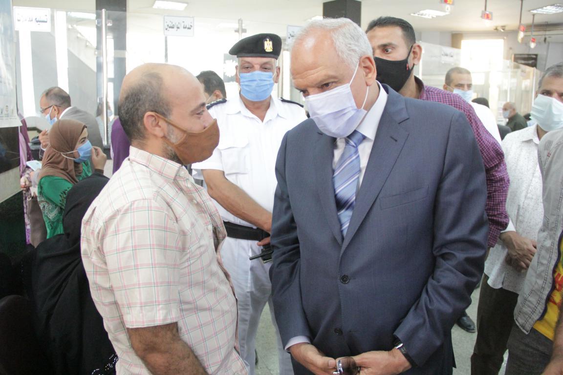 محافظ الجيزة يتفقد مركز خدمة المواطنين جنوب الجيزة (3)