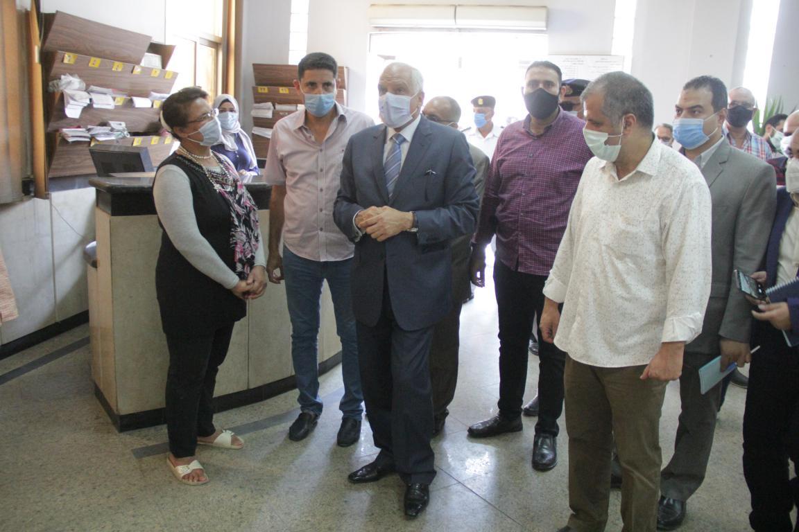 محافظ الجيزة يتفقد مركز خدمة المواطنين جنوب الجيزة (7)