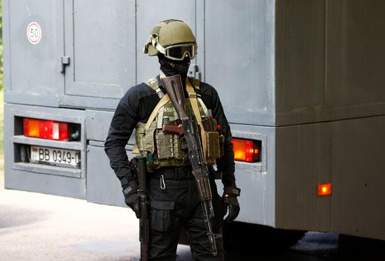 أحد عناصر الشرطة فى بيلاروسيا