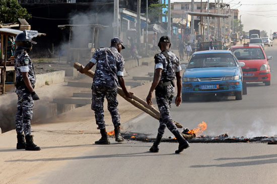 اشتباكات وعنف ومحاولات قطع الطرق فى ساحل العاج