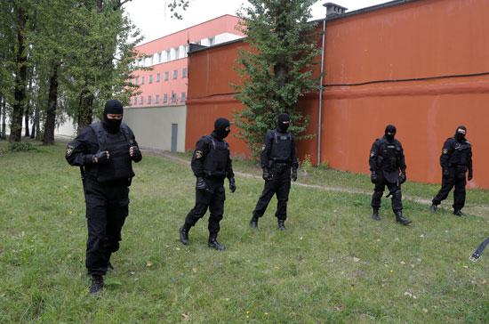 شرطة بيلاروسيا تنتشر بمحيط مقر الاحتجاز