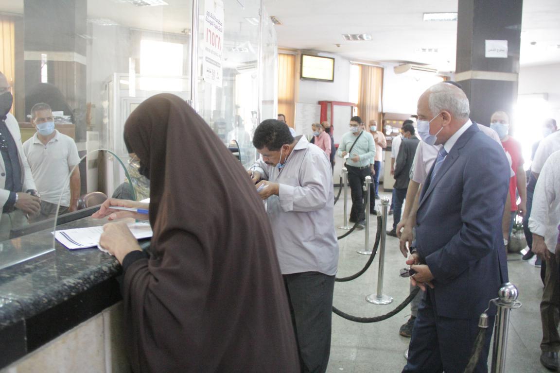 محافظ الجيزة يتفقد مركز خدمة المواطنين جنوب الجيزة (2)
