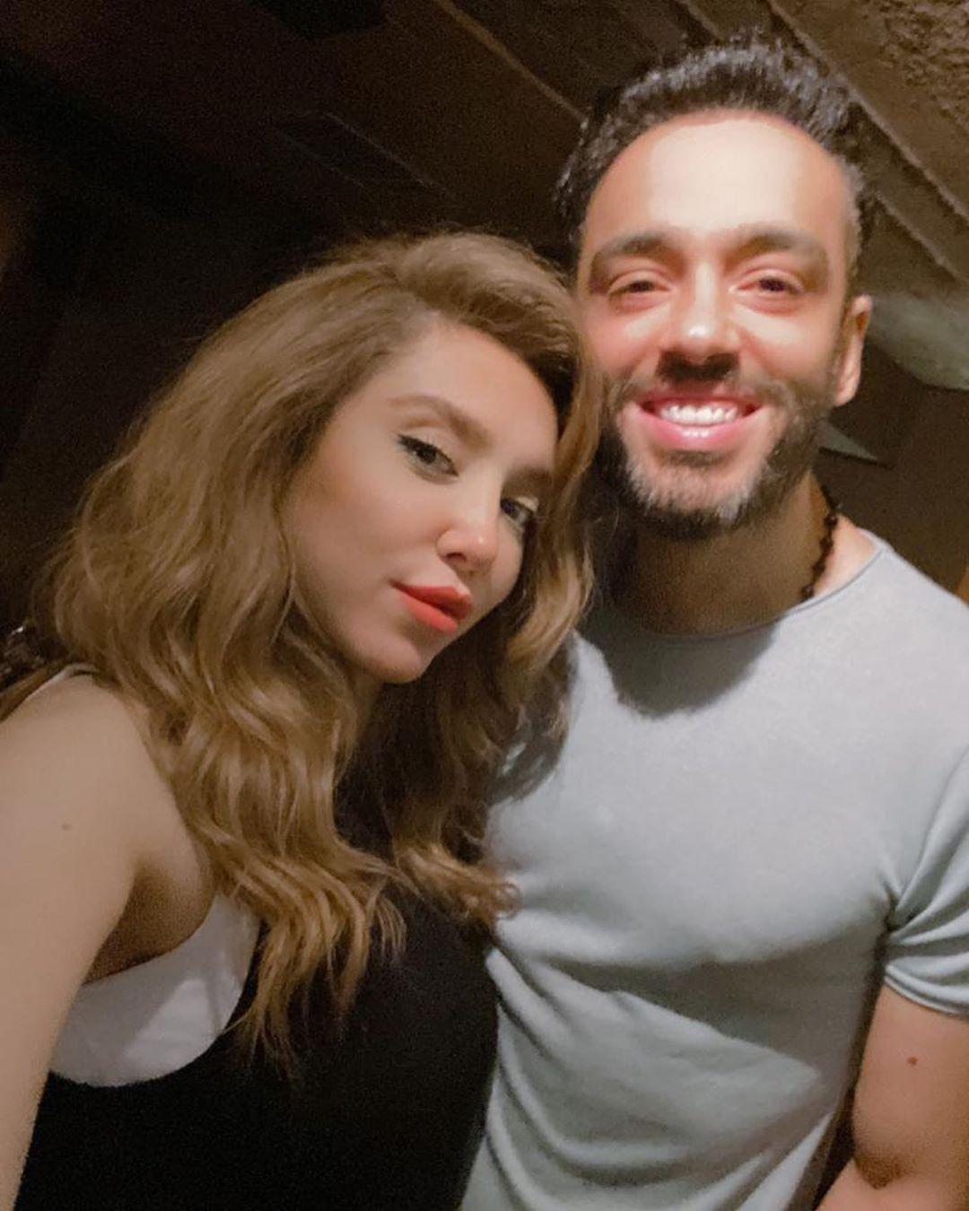 رامي جمال وزوجته (2)