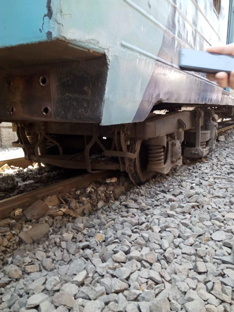 عجلات القطار خارج القضبان
