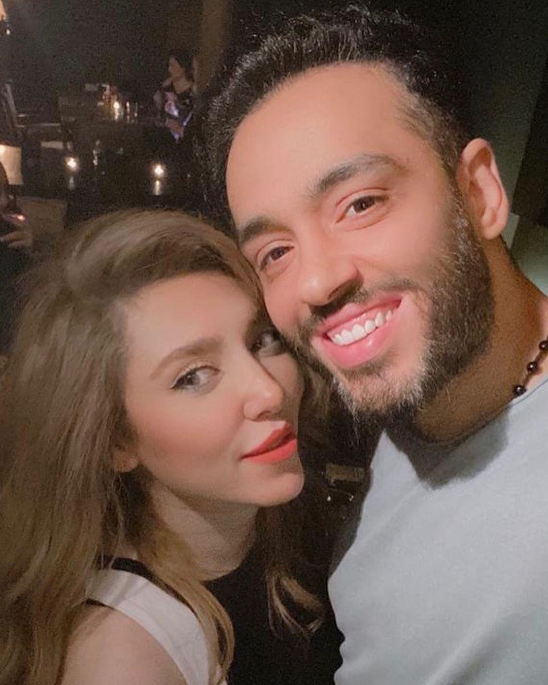 رامي جمال وزوجته (1)