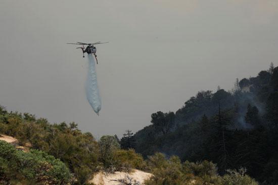 الاستعانة بهليكوبتر لإطفاء الحريق