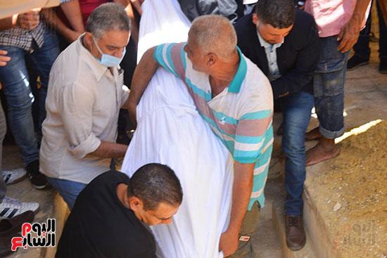 كفن سمير الإسكندرانى وتشييع جثمانه لمثواه الأخير