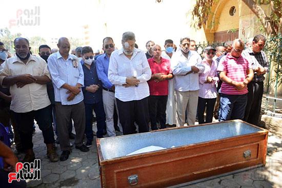 صلاة الجنازة على سمير الإسكندرانى بحضور هانى شاكر وطارق مرتضى