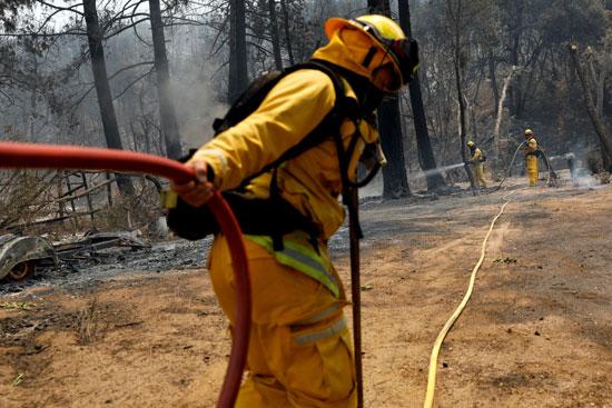 الإطفاء تحاول السيطرة على الحريق