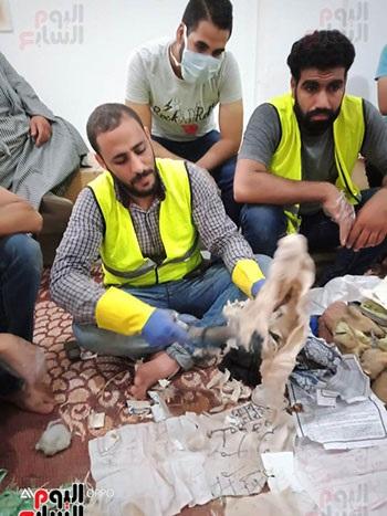 عبدالرحمن السنجق مؤسس الحملة يحمل عمل سحرى