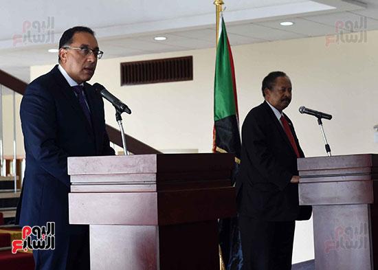 الدكتور مصطفى مدبولى، رئيس الوزراء ونظيره السودانى الدكتور عبد الله حمدوك (1)