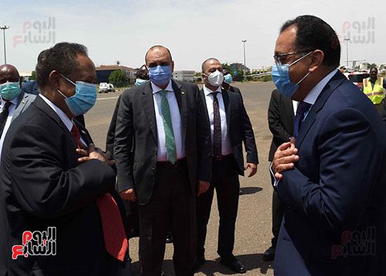 رئيس وزراء السودان يستقبل الدكتور مصطفى مدبولى (3)