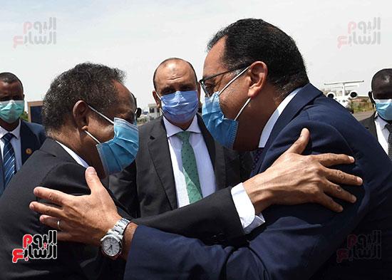 رئيس وزراء السودان يستقبل الدكتور مصطفى مدبولى (11)