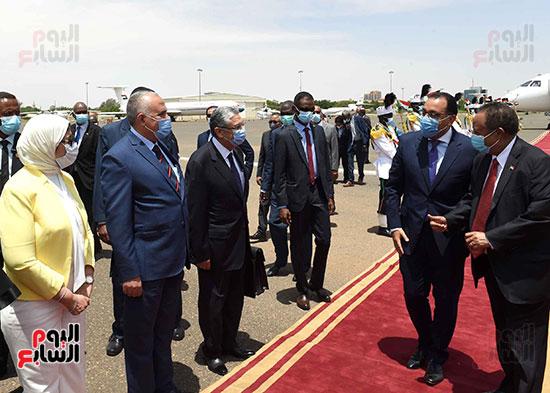 رئيس وزراء السودان يستقبل الدكتور مصطفى مدبولى (10)