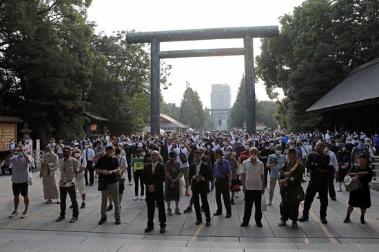 آلاف اليابانيين أمام ضريح ياسوكونى (5)