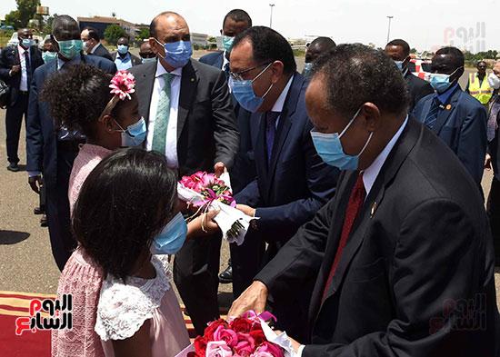 رئيس وزراء السودان يستقبل الدكتور مصطفى مدبولى (12)