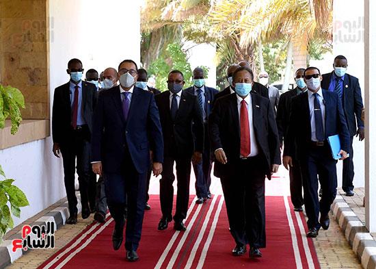 رئيس وزراء السودان يستقبل الدكتور مصطفى مدبولى (13)