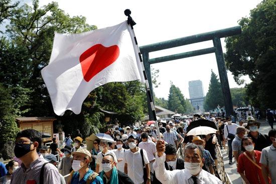 آلاف اليابانيين أمام ضريح ياسوكونى (2)
