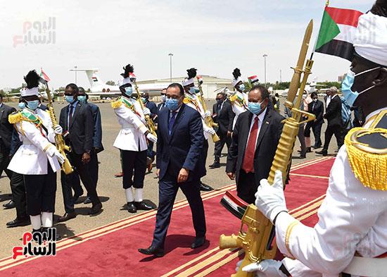رئيس وزراء السودان يستقبل الدكتور مصطفى مدبولى (4)