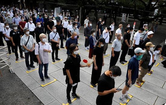 آلاف اليابانيين أمام ضريح ياسوكونى (1)