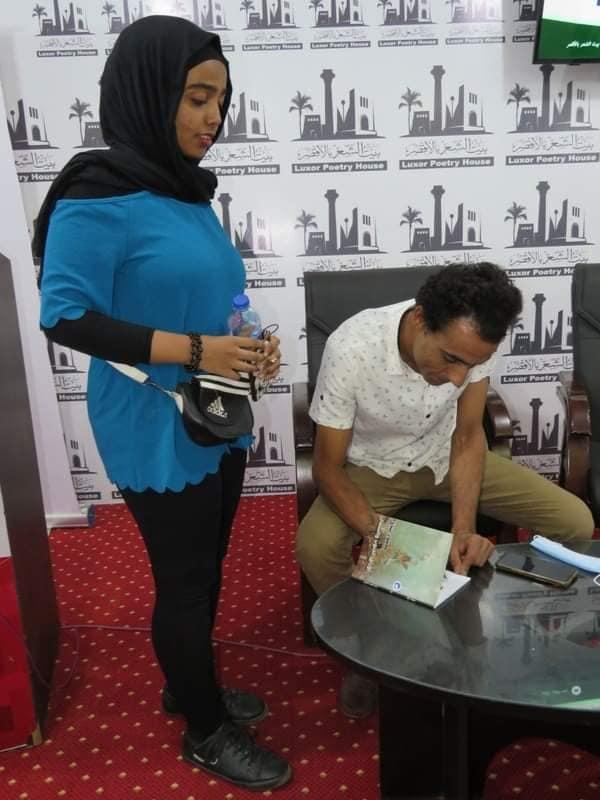 بيت الشعر بالأقصر يقيم حفل توقيع لشاعر ودراسات نقدية حول ديوان  (5)