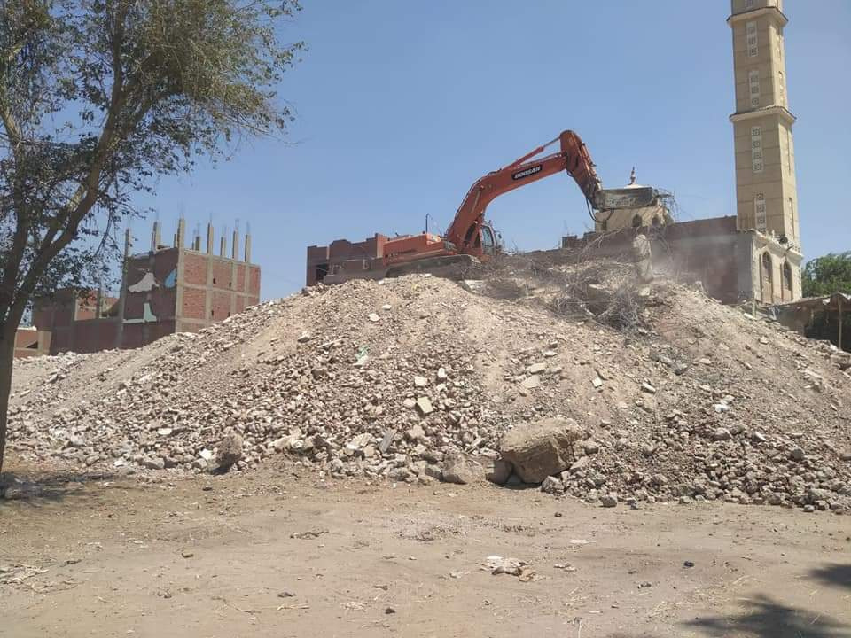 محافظة الجيزة تزيل اعلى برج مخالف بأوسيم  (3)